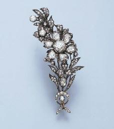 AN ANTIQUE DIAMOND FLORAL BROO