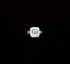 AN ART DECO DIAMOND SINGLE-STO
