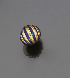 An 18ct. gold and enamel ring