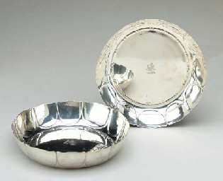 A PAIR OF SILVER DISHES,