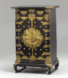 A KOREAN LACQUERED-WOOD CHEST,