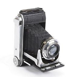 3B folding camera