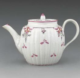 A New Hall barrel-shaped teapo