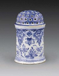 A Delft blue and white cylindr