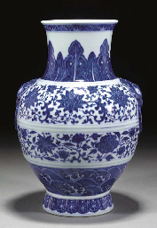 A Chinese blue and white hu va