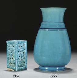 A Chinese turquoise glazed pea