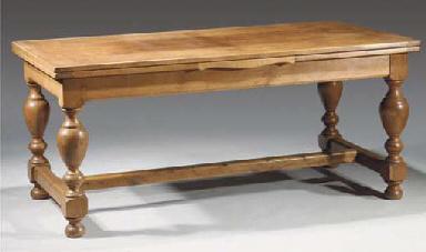 A German oak draw-leaf table