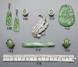 A jade and diamond ring