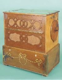 A portable reed barrel organ