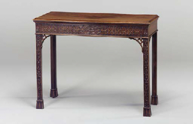 AN EARLY GEORGE III MAHOGANY S
