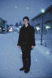 Simon in the snow at dawn, Chr