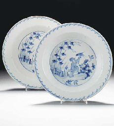 A pair of English delft blue a