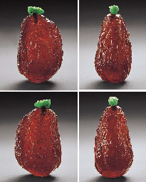 A FINE CARVED AMBER SNUFF BOTT