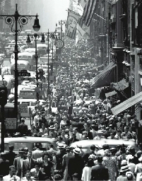 Lunch rush on 5th Avenue, 1950