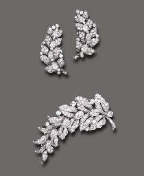 AN ELEGANT SET OF DIAMOND JEWE