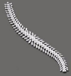 AN ATTRACTIVE DIAMOND BRACELET