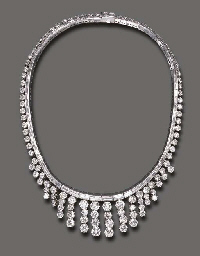 A STYLISH DIAMOND NECKLACE
