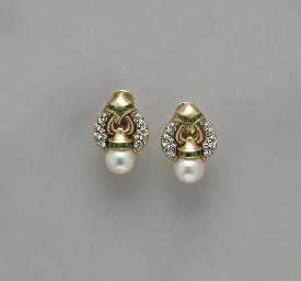 A PAIR OF CULTURED PEARL, EMER