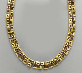 AN 18K GOLD NECKLACE, BY MAUBO