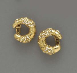 A PAIR OF 18K GOLD AND DIAMOND