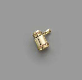 AN 18K GOLD AND RUBY SNUFF BOT