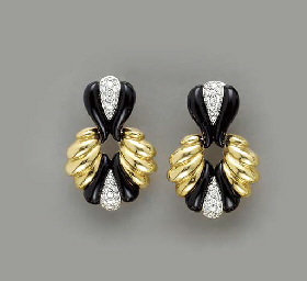 A PAIR OF DIAMOND, ONYX AND 18