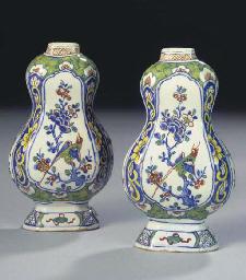 (2)  A pair of small Dutch Del