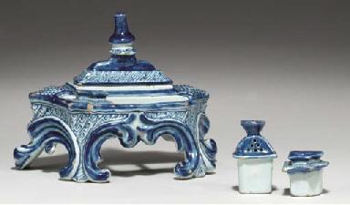 (4) A Dutch Delft blue and whi