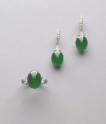 A SET OF JADEITE AND DIAMOND J