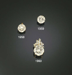 A SINGLE-STONE DIAMOND PENDANT