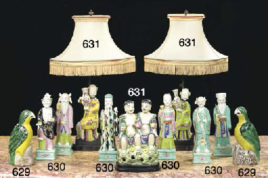 SIX IMMORTELS EN PORCELAINE PO