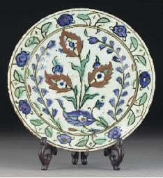An Iznik pottery dish, Ottoman