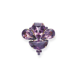 AN AMETHYST AND GOLD BROOCH