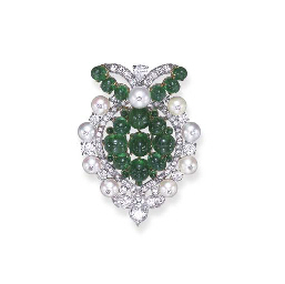 AN ART DECO EMERALD, PEARL AND