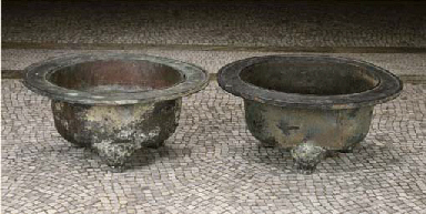 A PAIR OF CHINESE BRONZE TRIPO
