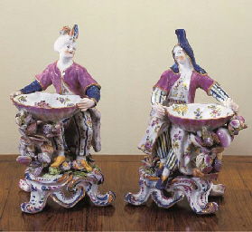 A PAIR OF BOW PORCELAIN SWEETM