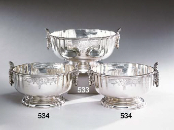A PAIR OF GEORGE V PUNCH BOWLS