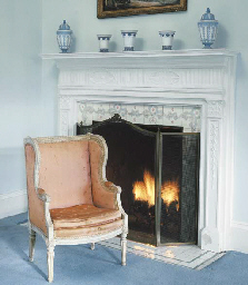 A FRENCH WHITE-PAINTED BERGERE