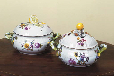 A MEISSEN PORCELAIN TUREEN AND