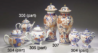 An assorted group of Imari por