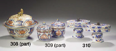 Two pairs of Imari bowls and c