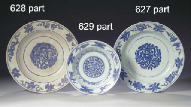 A SET OF SIX MING BLUE AND WHI