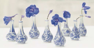 EIGHT CHINESE BLUE AND WHITE D