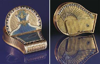 A fine gold musical snuff box