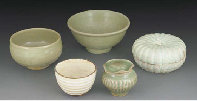 A Chinese qingbai box and cove