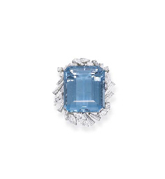 AN AQUAMARINE AND DIAMOND CLUS