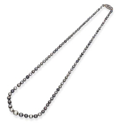 A BLACK NATURAL PEARL NECKLACE