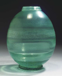 SERICA 32, A GREEN GLASS VASE