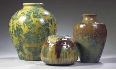 (3)  AN IRIDESCENT GLAZED GRES