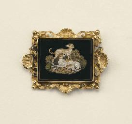 Antica spilla pendente in oro